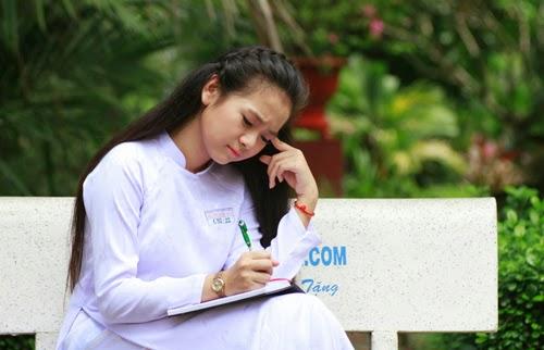 Diễn viên nhí Tam Triều Dâng xinh xắn với áo dài