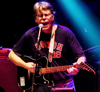 Stephen King tocando con los Rock Bottom Remainders