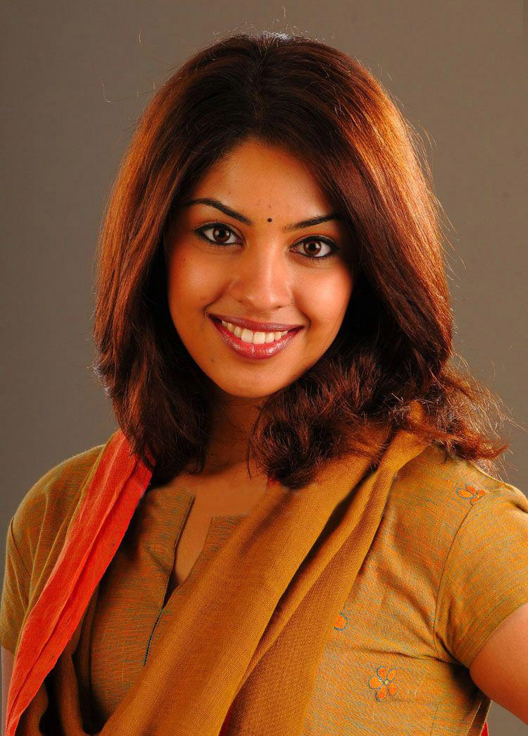 Tamil Cinema News Osthi Heroine Stills