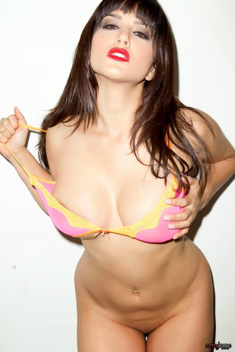 Sunny Leone stuns in new swimsuit photo