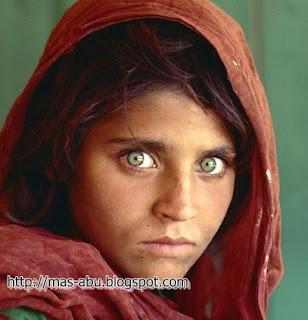 Foto-foto Bersejarah di Dunia - Gadis Afghanistan