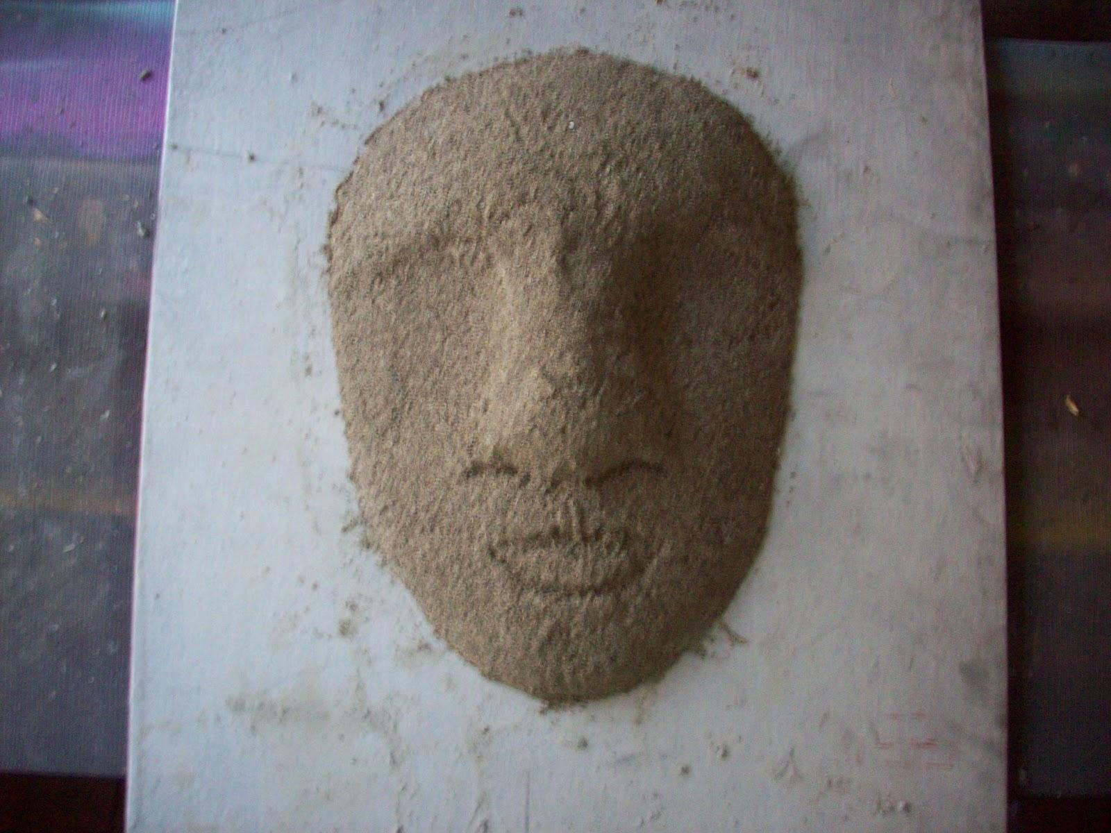 La máscara para las manchas a la persona