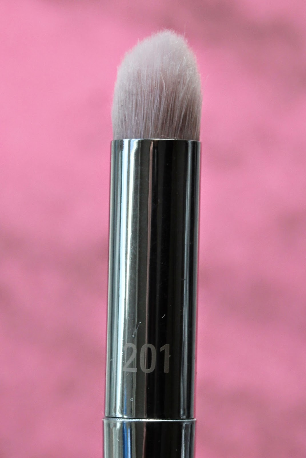 Real Techniques Bold Metals Pointed Crease brush