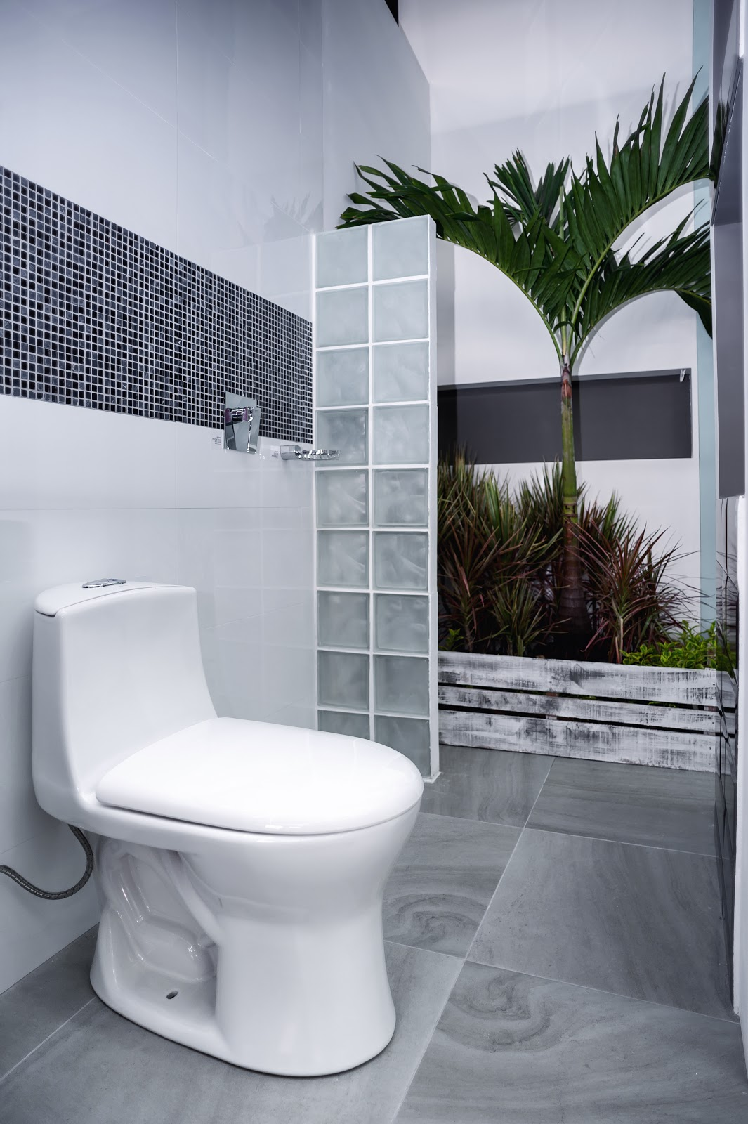 Muebles De Baño Corona: diseño de trazos sencillos sin lugares escondidos se pensó para una