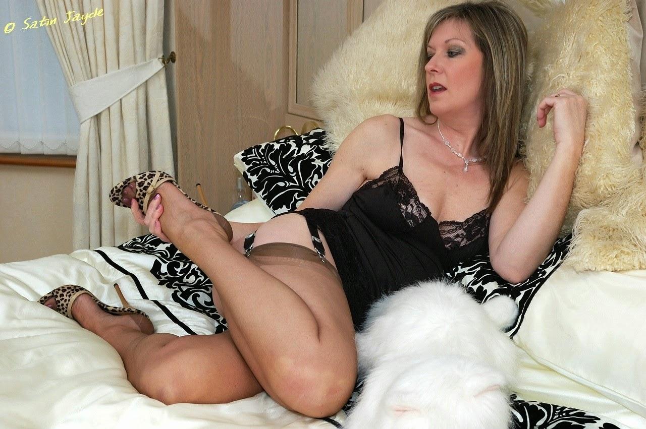 bold women nude image