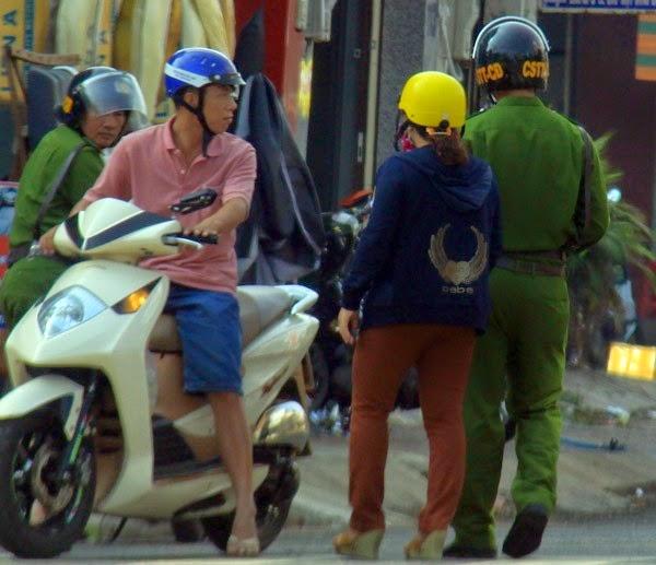 Cảnh sát cơ động Gia Lai tha bổng người vi phạm giao thông