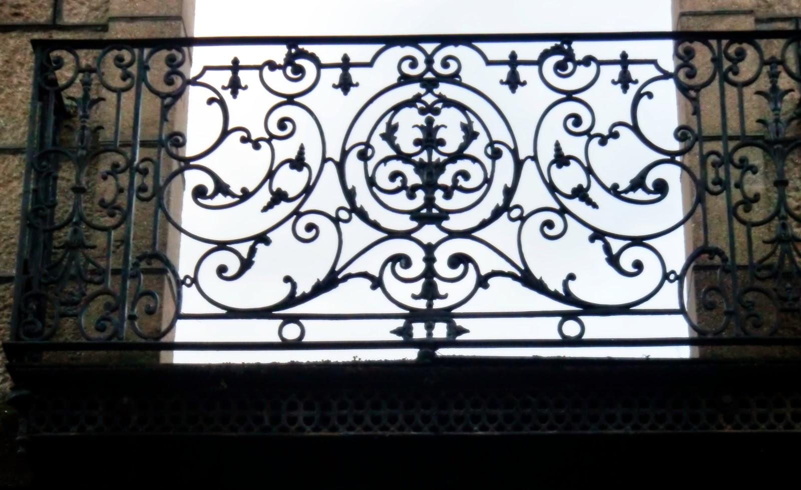 El hierro fundido reemplaza a la piedra en los balcones