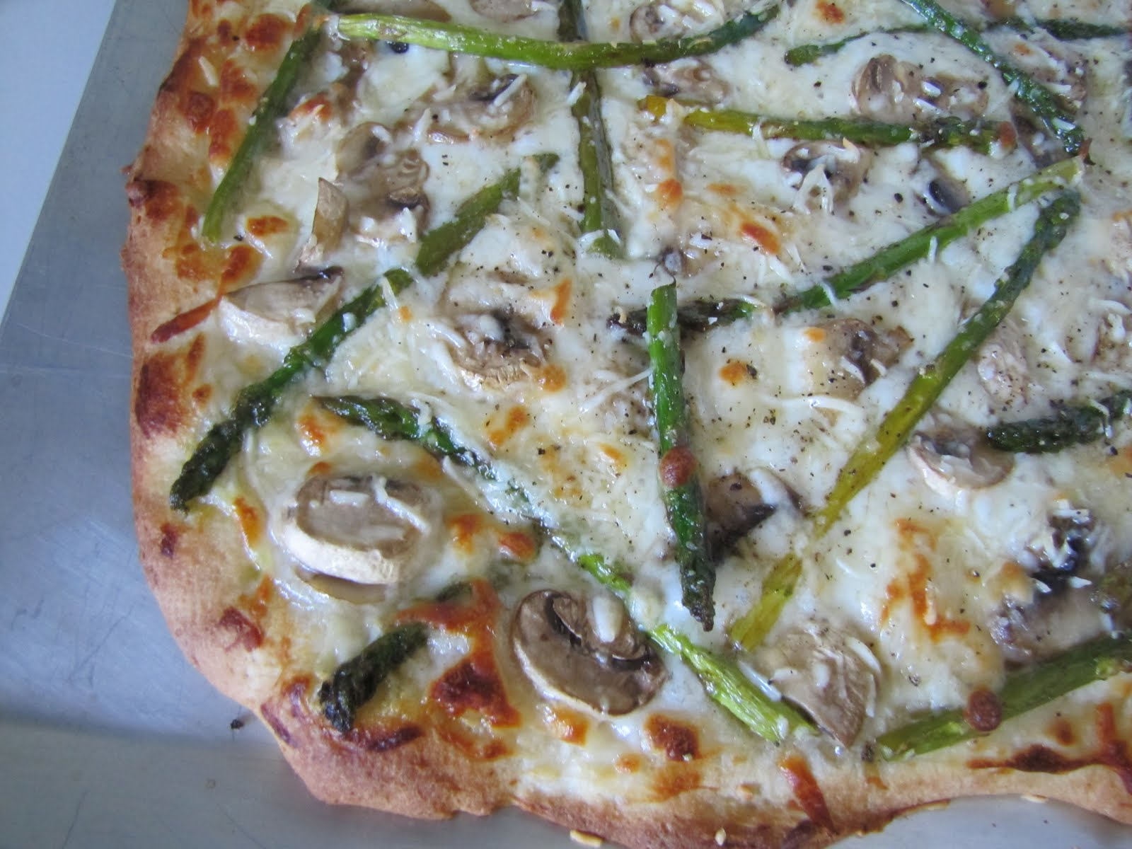 Adventures in Food: White Pizza with Asparagus and Mushrooms