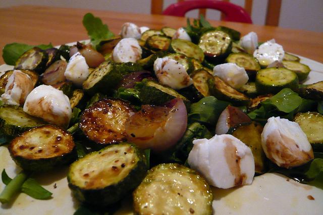 courgettes marinées à l'huile d'olive, grillées au barbecue ou à la plancha