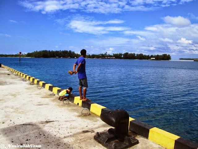 Memancing Cumi dari pelabuhan