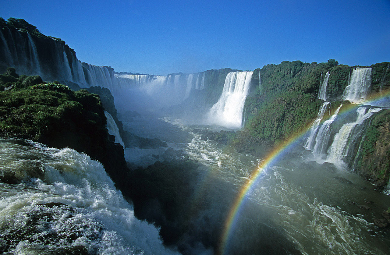 Argentina amp; Brazil  Iguazú Falls  Walking on the footbridge and