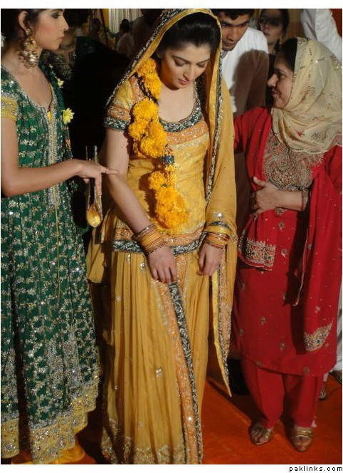 Mehndi Traditional Dresses : Bridal mehndi dresses fashion in new look