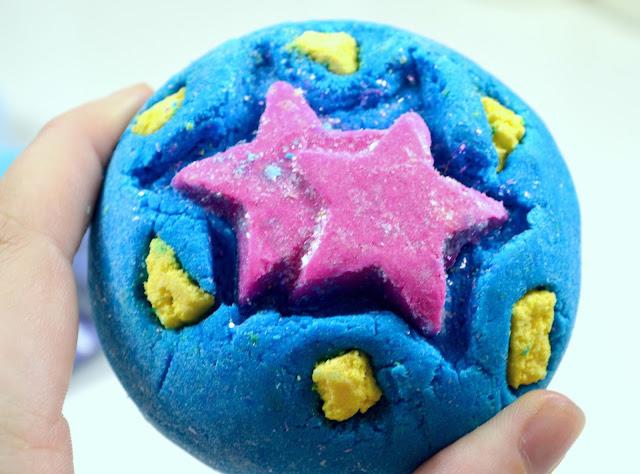 Lush - Big Bang - Bubble bar - Fragranced bath product - bubble bath - review - bath water