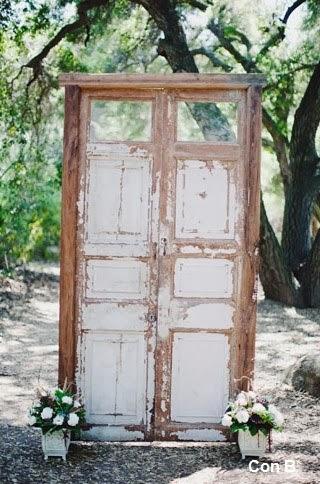 Con b de boda puertas para decorar una boda for Adornos puertas madera