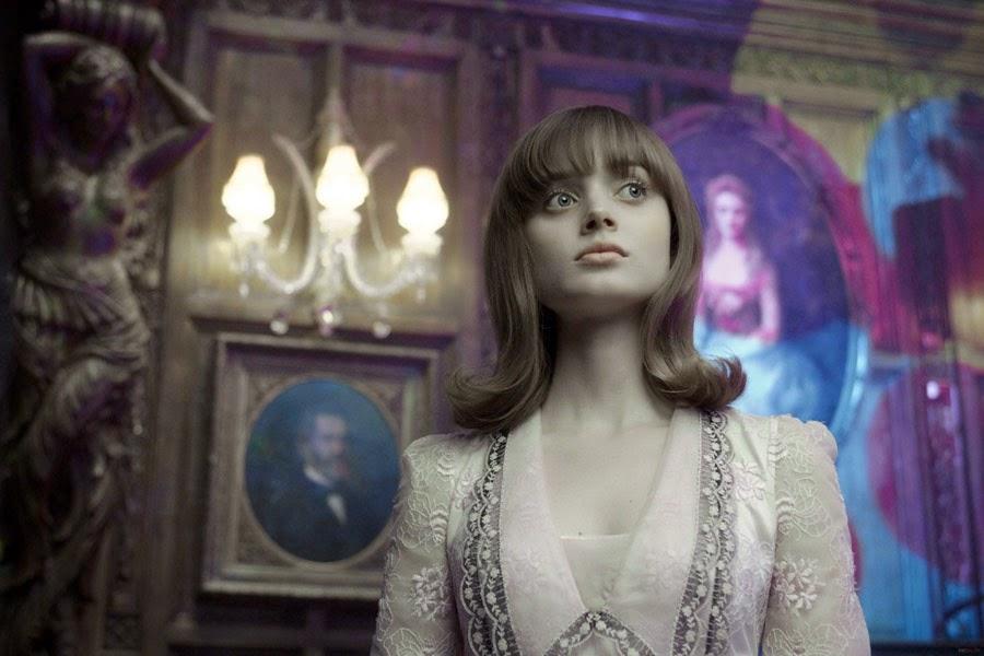 http://www.filmweb.pl/film/Mroczne+cienie-2012-483333/photos/332981