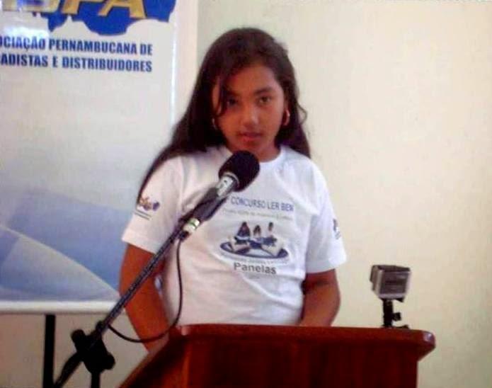 Estephany Beatriz da Escola Municipal João Timóteo de Andrade na final do concurso LER BEM 2014