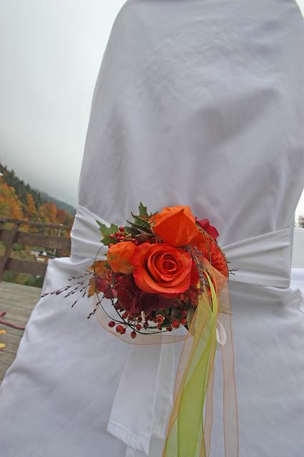 Stuhlsträußchen für die Brautstühle - Herbst-Trauung