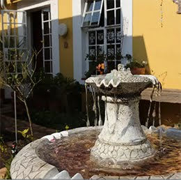 Book our comfortable garden cottage for your stay in Johannesburg!