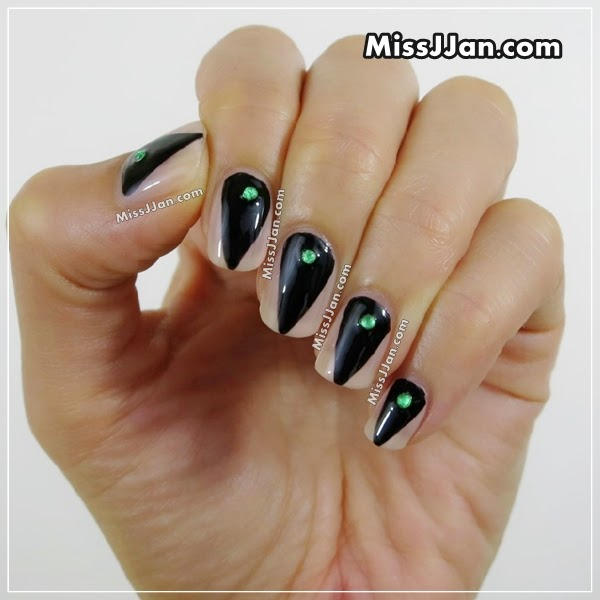 {Tutorial} EASY Witch Nails - MissJJan's Beauty Blog ♥: {Tutorial} EASY Witch Nails