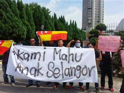 Habislah Wan Azizah Anak Jati Selangor demo bantah pencalonannya sebagai MB Selangor