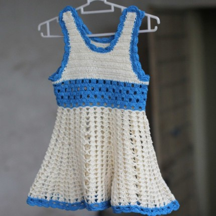 Crochet dress for baby girls - Free pattern