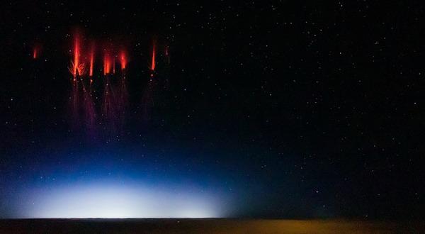 Fenomena Cahaya Kemerahan Misterius di Langit