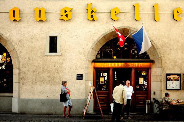 Zeughauskeller paradeplatz Zurich manger saussages