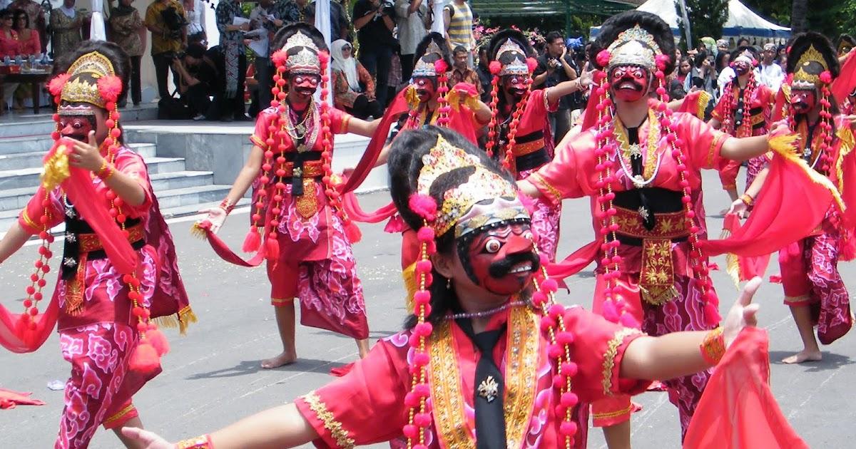 Tari-tarian topeng merupakan tarian tradisional khas Betawi