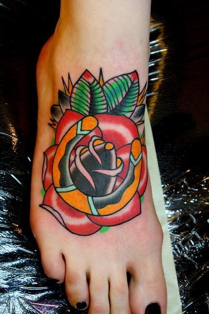 tatuajes de herraduras con rosas