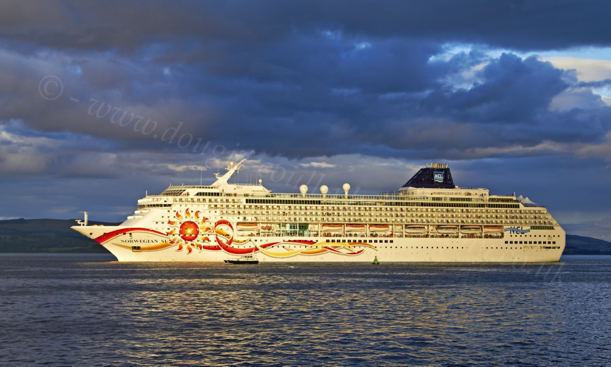 dougie coull photography norwegian sun cruise ship at greenock