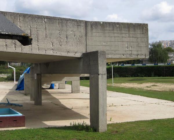 La piscine Tauziet, stade nautique de Meaux - Beauval.  Architectes: Henri-Pierre Maillard et Paul Ducamp  Construction: 1972