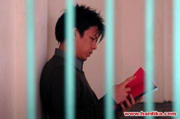 """""""Kisah Lainnya"""" Buku Puisi Ariel Saat di Penjara"""