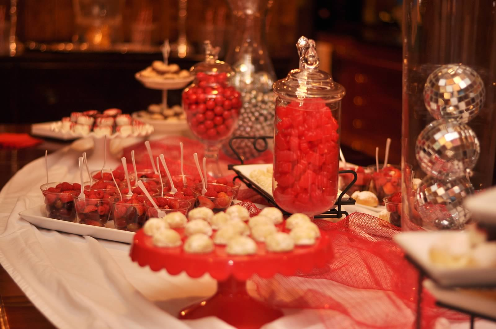 Red and white party decorations entirely eventful day for White party decoration ideas