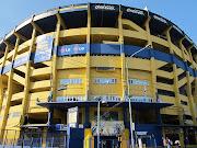 El Estadio Alberto J. Armando se ubica en el barrio de La Boca, Buenos Aires .