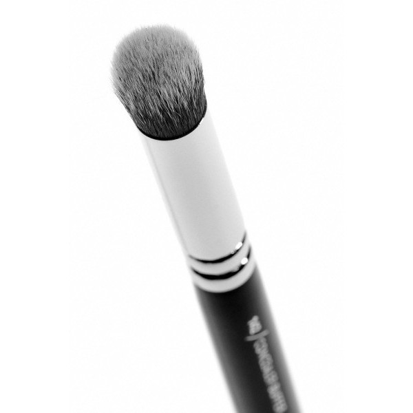 http://www.bekamakeup.com/es/product/zoeva-brocha-para-corrector-142-concealer-buffer