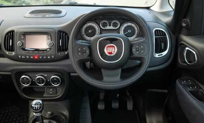 Fiat 500L cockpit