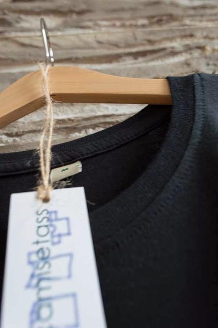 """Camiseta de chica """"Nadadora"""" detalle cuello-Tienda Online de camisetas QuieroCamisetass.com"""