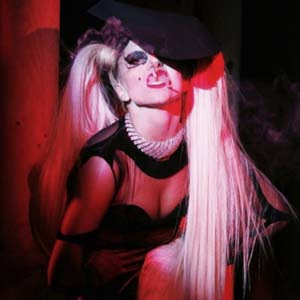 Lady Gaga - Government Hooker Lyrics | Letras | Lirik | Tekst | Text | Testo | Paroles - Source: mp3junkyard.blogspot.com