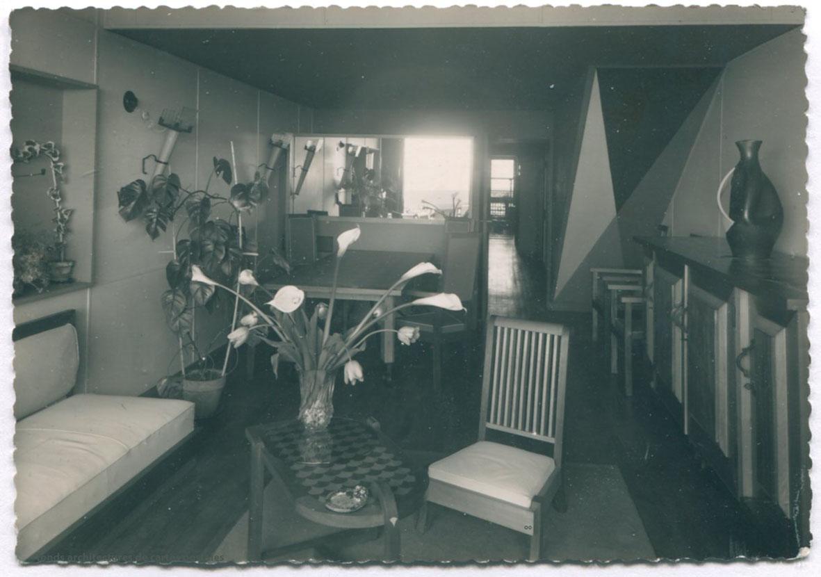 architectures de cartes postales 2 poser des meubles chez corbu. Black Bedroom Furniture Sets. Home Design Ideas