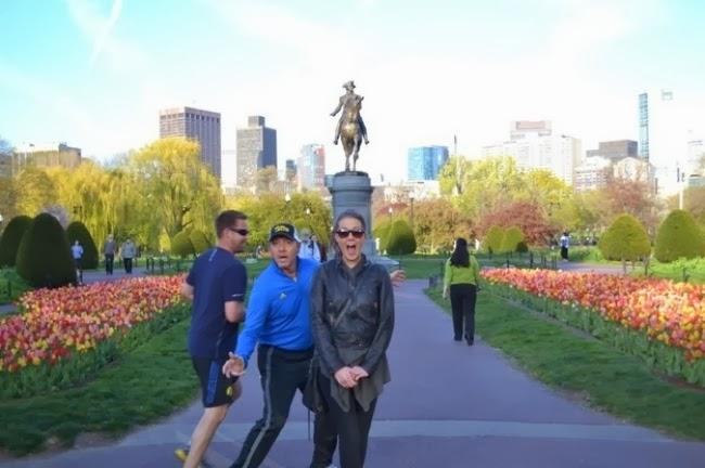 Да и кадр с Кевином Спейси интереснее, чем просто с памятником.