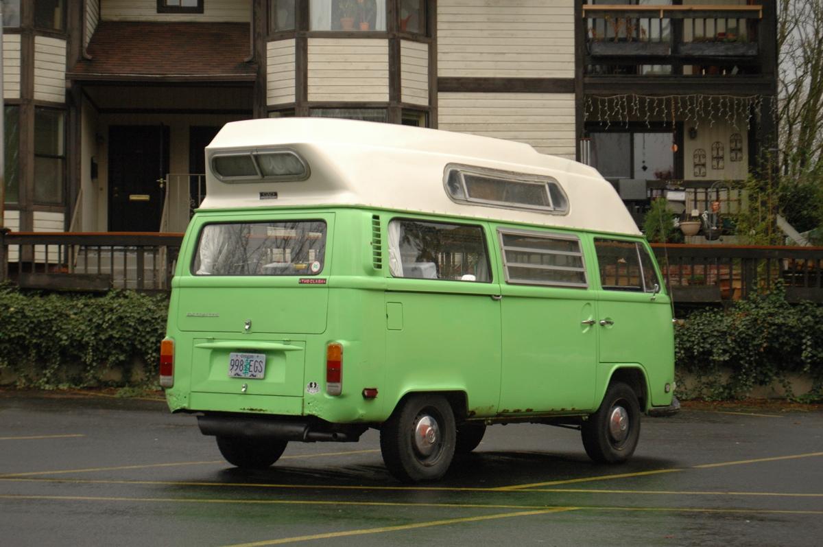 1973-Volkswagen-Type-2-Transporter-Minibus-Van-Adventurewagen.%2B-%2B02.jpg