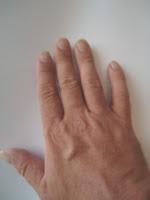 Min højre hånd med lidt længere negle