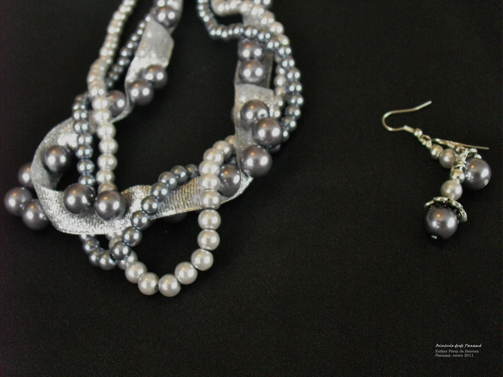 Collar de perlas, en tres tonos y tres tamaños diferentes. armados con una cinta, en este caso plateada, se puso un poco más abajo, para que la cinta