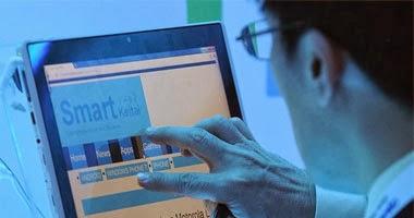 استخدام الإنترنت يسبب ضعف الذاكرة  - رجل يستخدم يستعمل يعمل على كمبيوتر الكمبيوتر -  internet man use computer