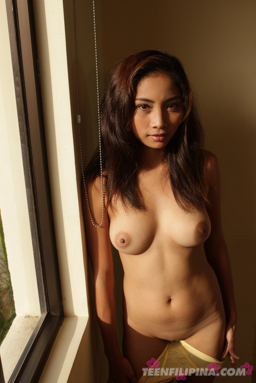 sexy topless filipina girls