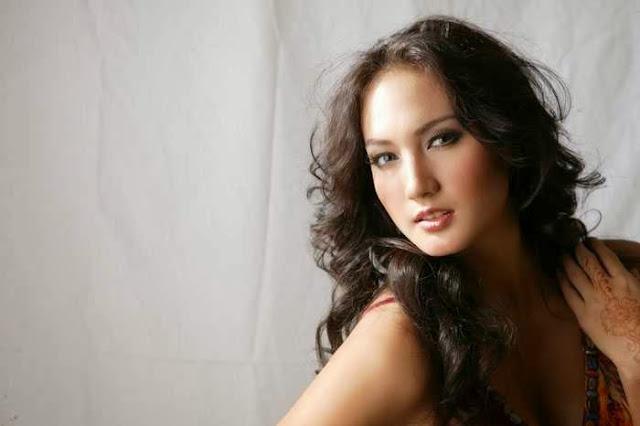 Biodata Nadine Chandrawinata