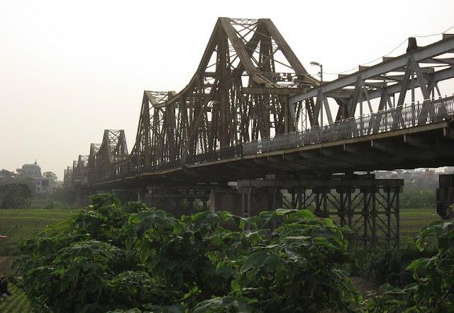 Hanoi Red River bridge 2- hanoiweather.info