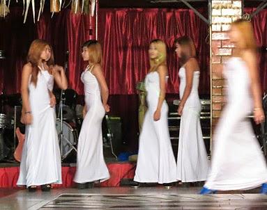 Burmese girls in Yangon