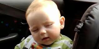 gambar bayi imut mengantuk