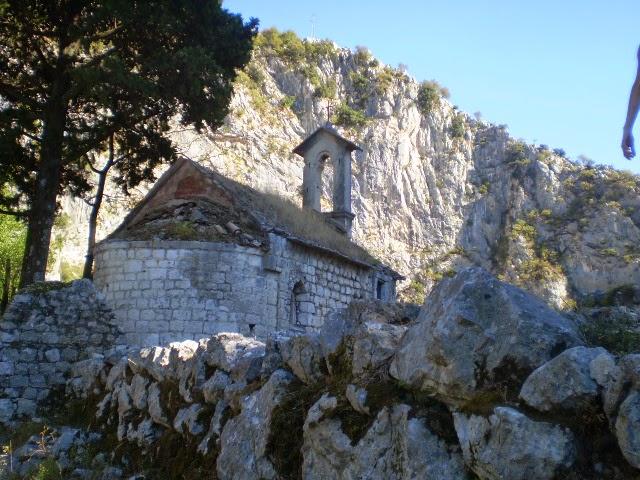 Котор-Церковь-За-Стеной-Крепости